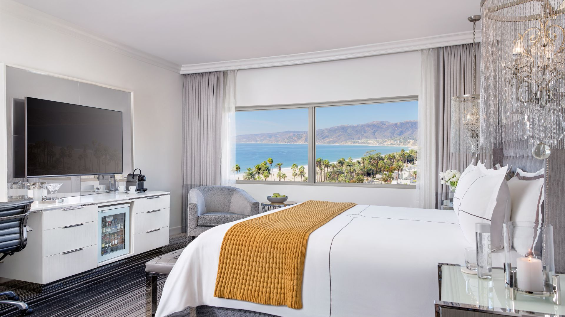 SEASIDE HAVEN ENJOY PACIFIC PANORAMAS, PERSONALIZED SERVICES, AND FINE DINING IN A VIBRANT SETTING